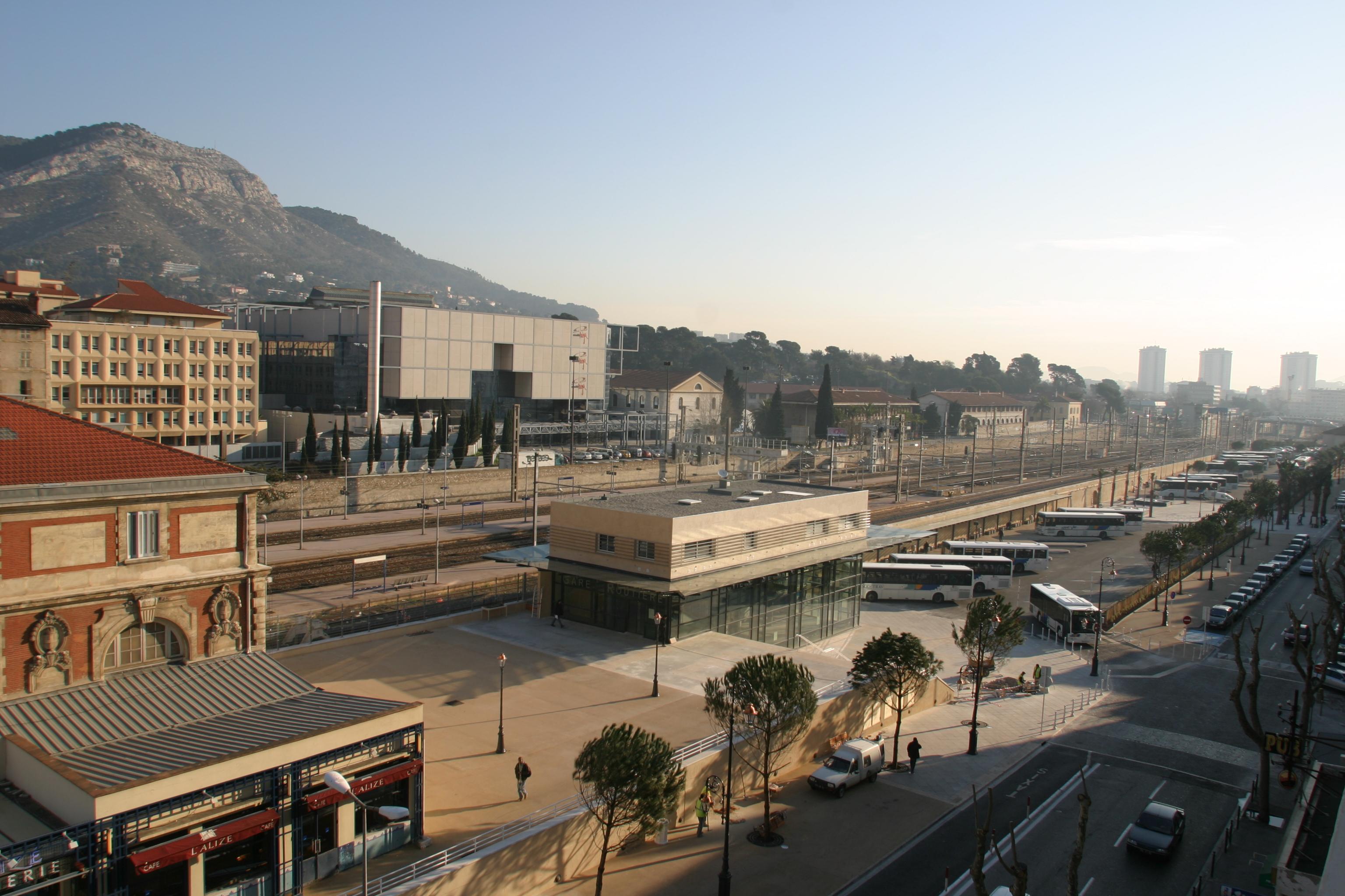 Vue du premier étage - gare routière de Toulon