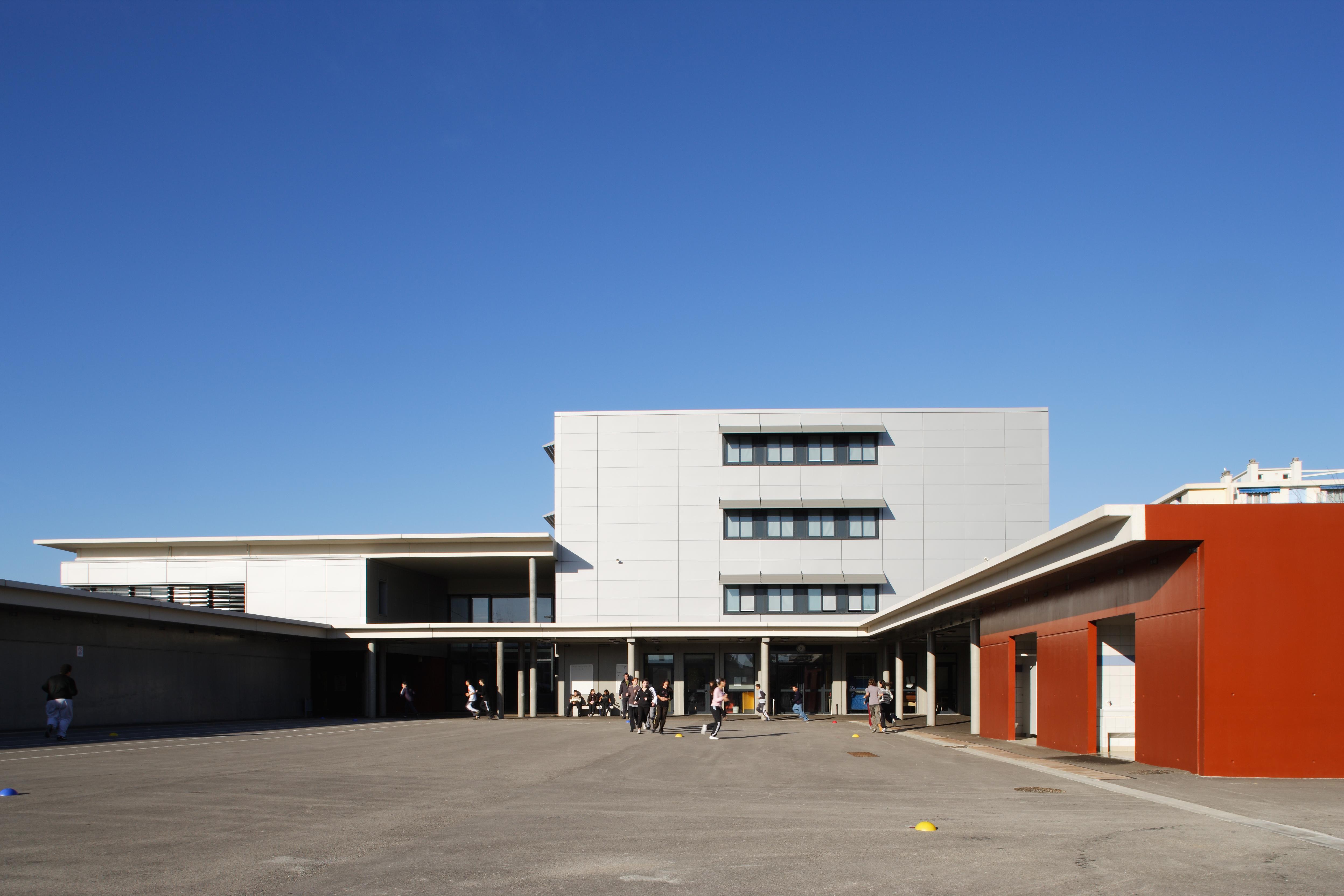 Cours de récré du Collège Paul Eluard