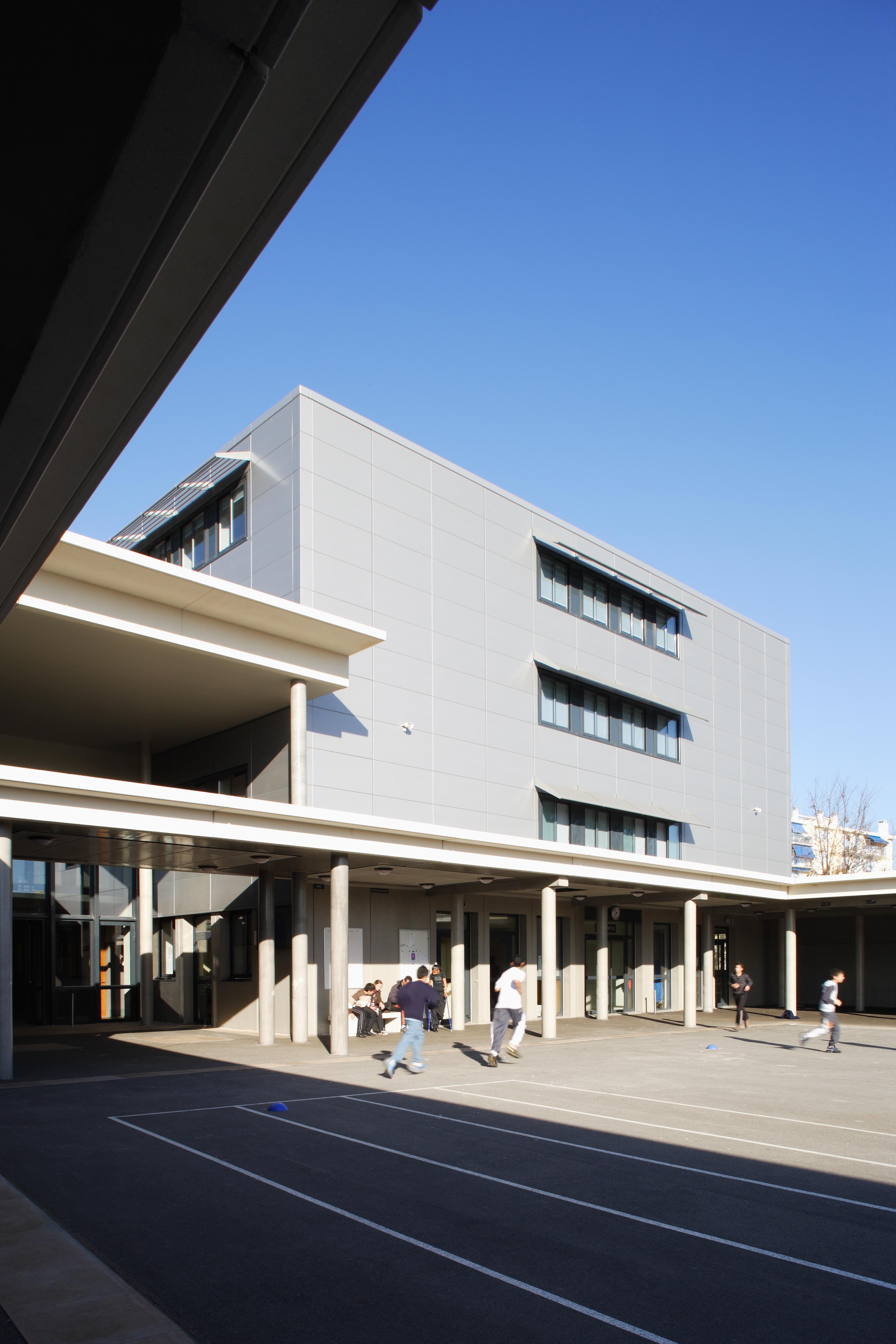 Cour de récréation du Collège Paul Eluard par AAPL architecte DPLG VAR