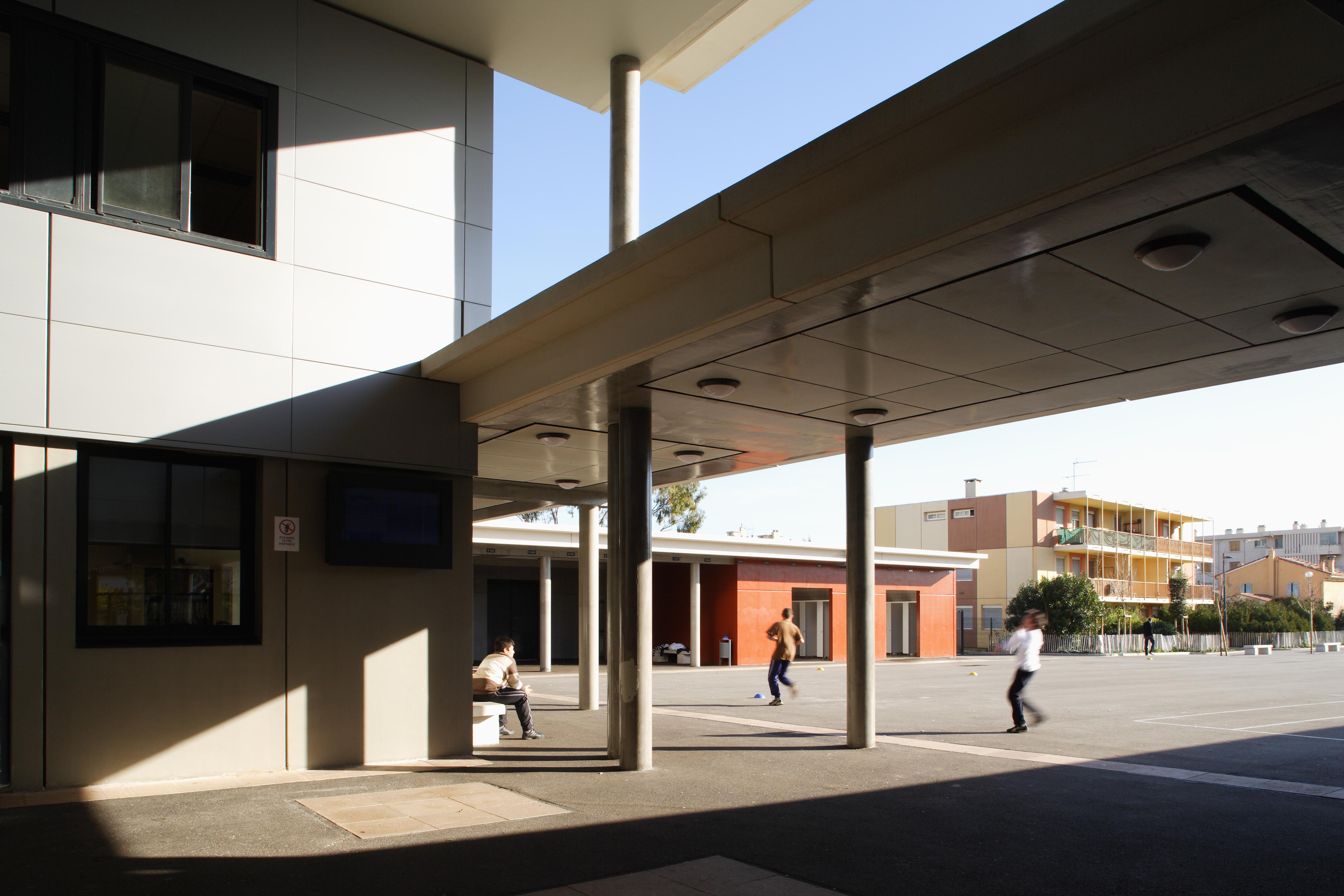 Préau du Collège Paul Eluard par AAPL architecte DPLG VAR