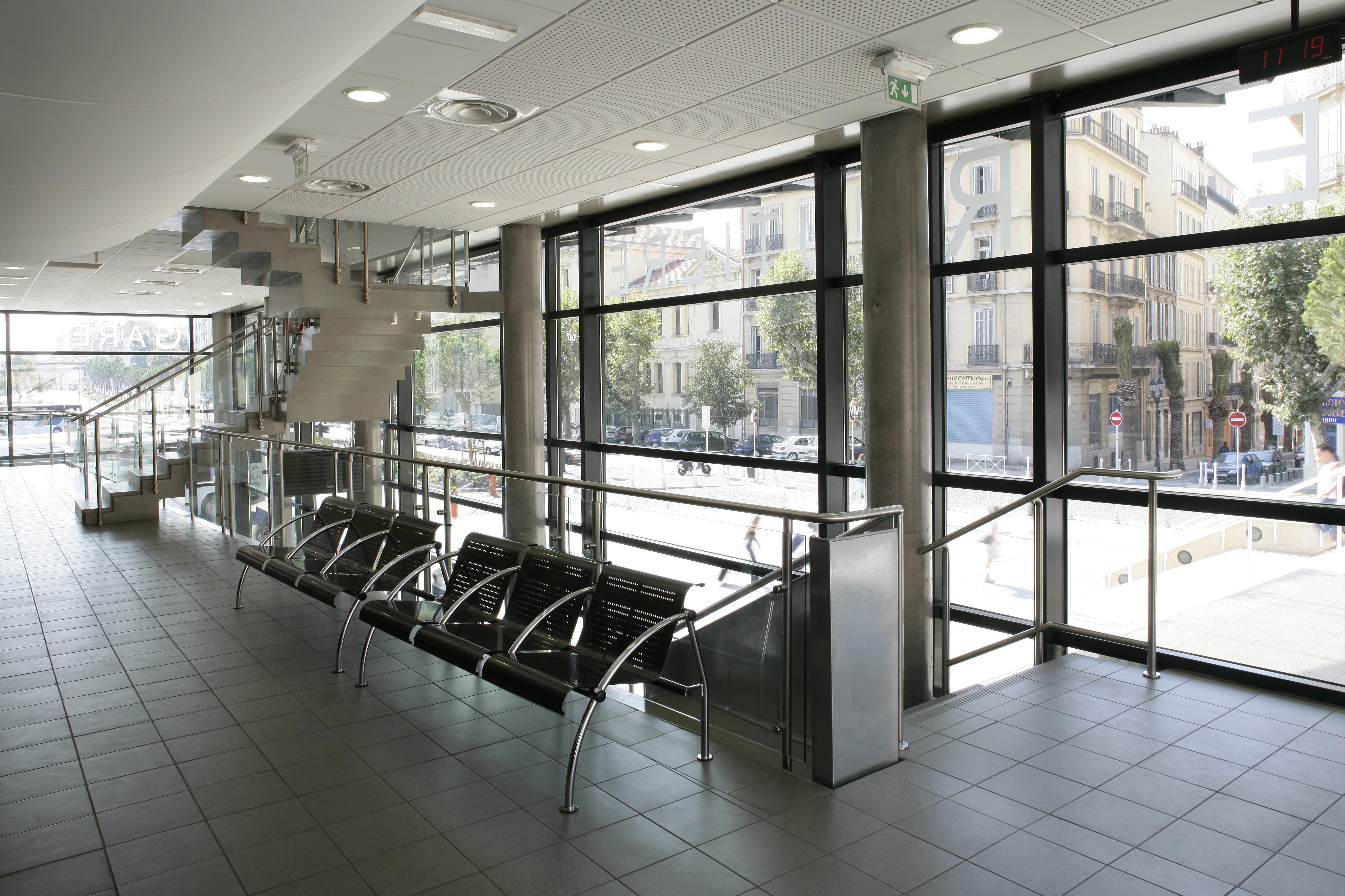 Intérieur De la gare routière de Toulon par AAPL architecte intérieur dans le VAR