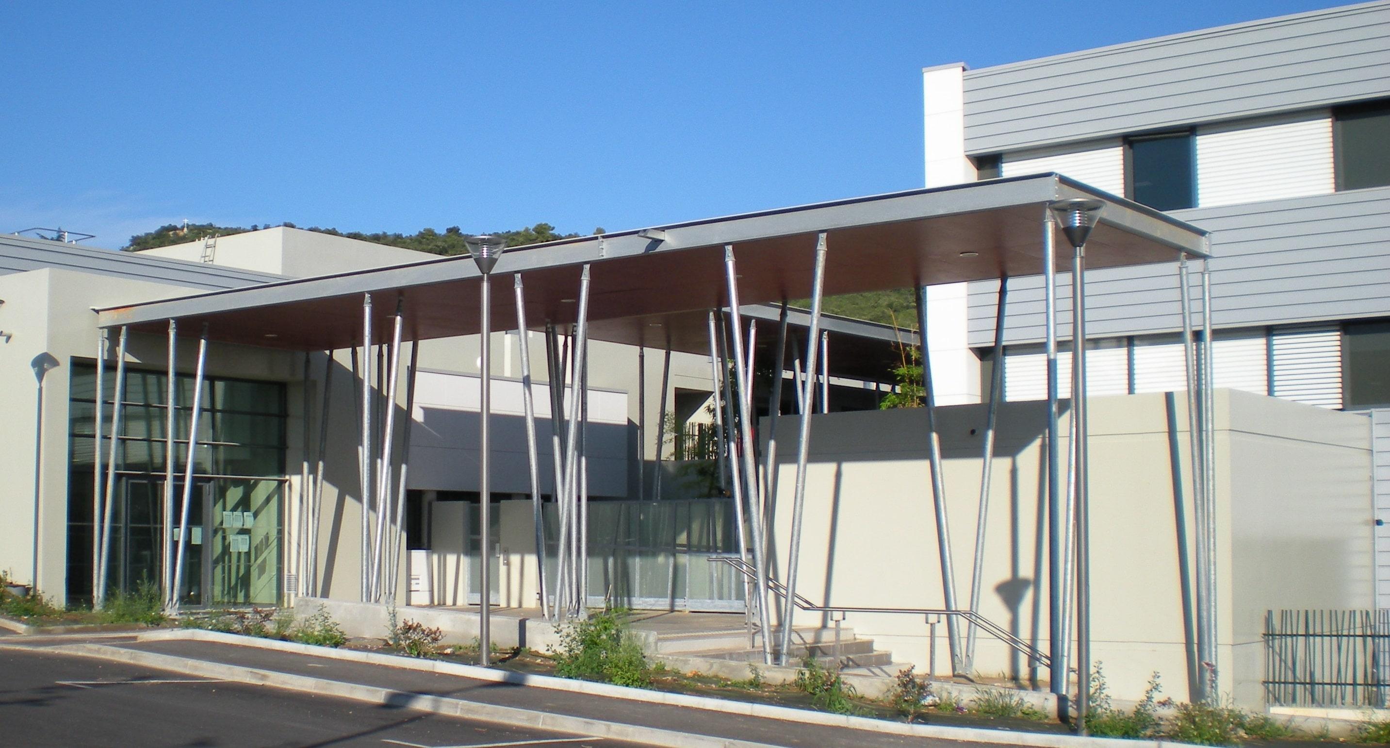 Préau Collège Saint Maximin par AAPL Architecte DPLG VAR