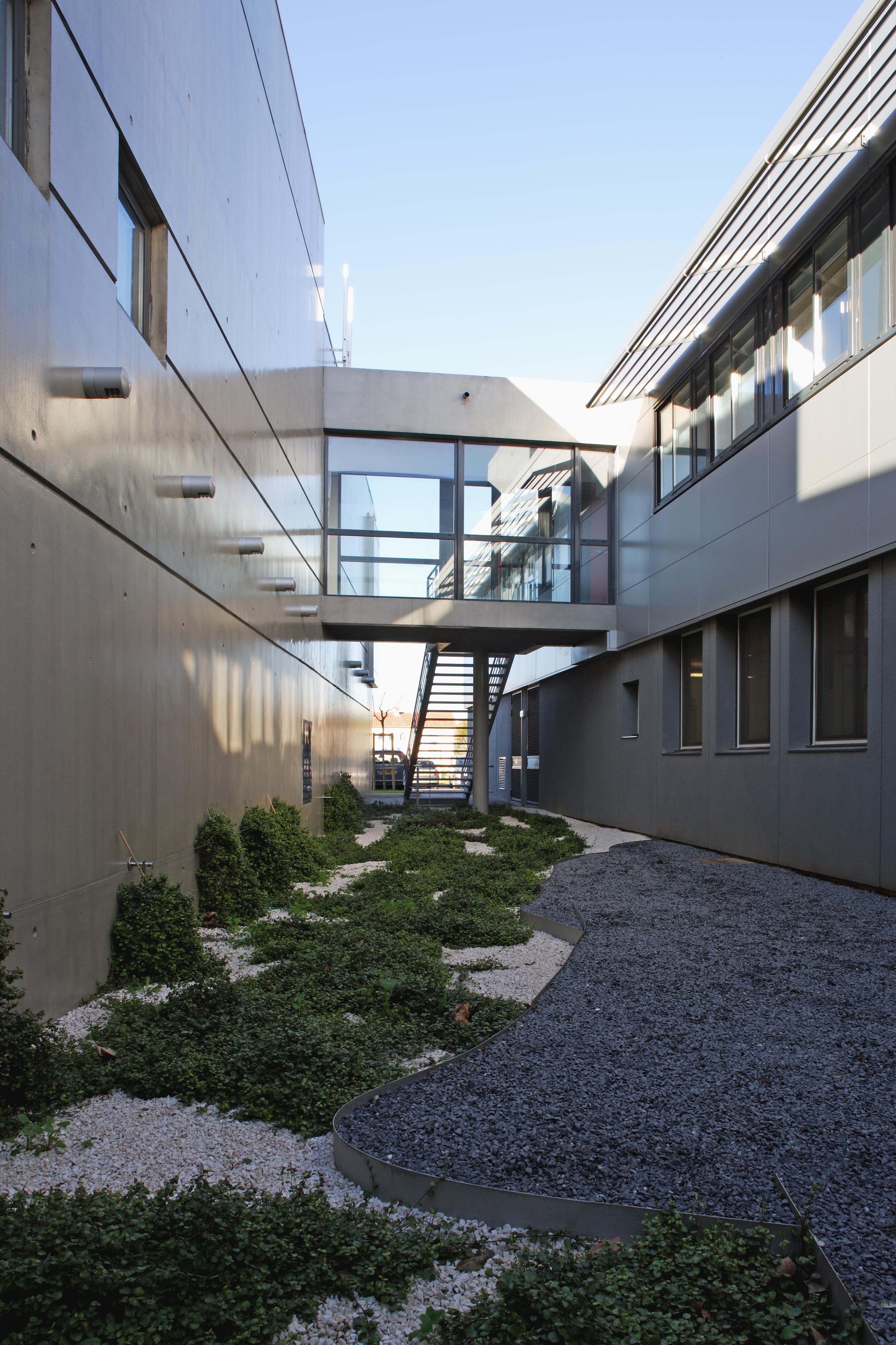 Extérieur Collège Paul Eluard par AAPL architecte DPLG dans le VAR