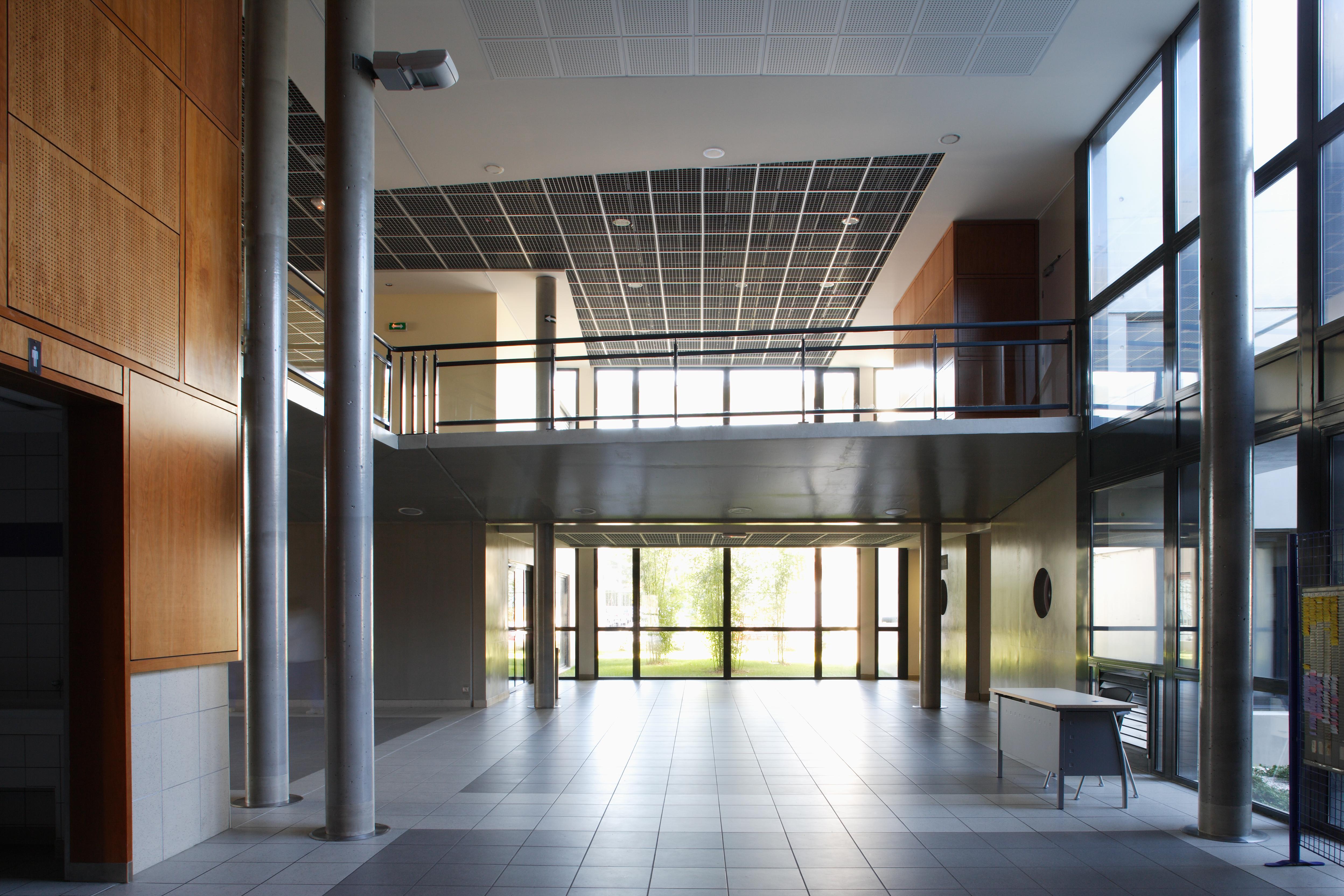Intérieur Collège Paul Eluard par AAPL architecte DPLG VAR