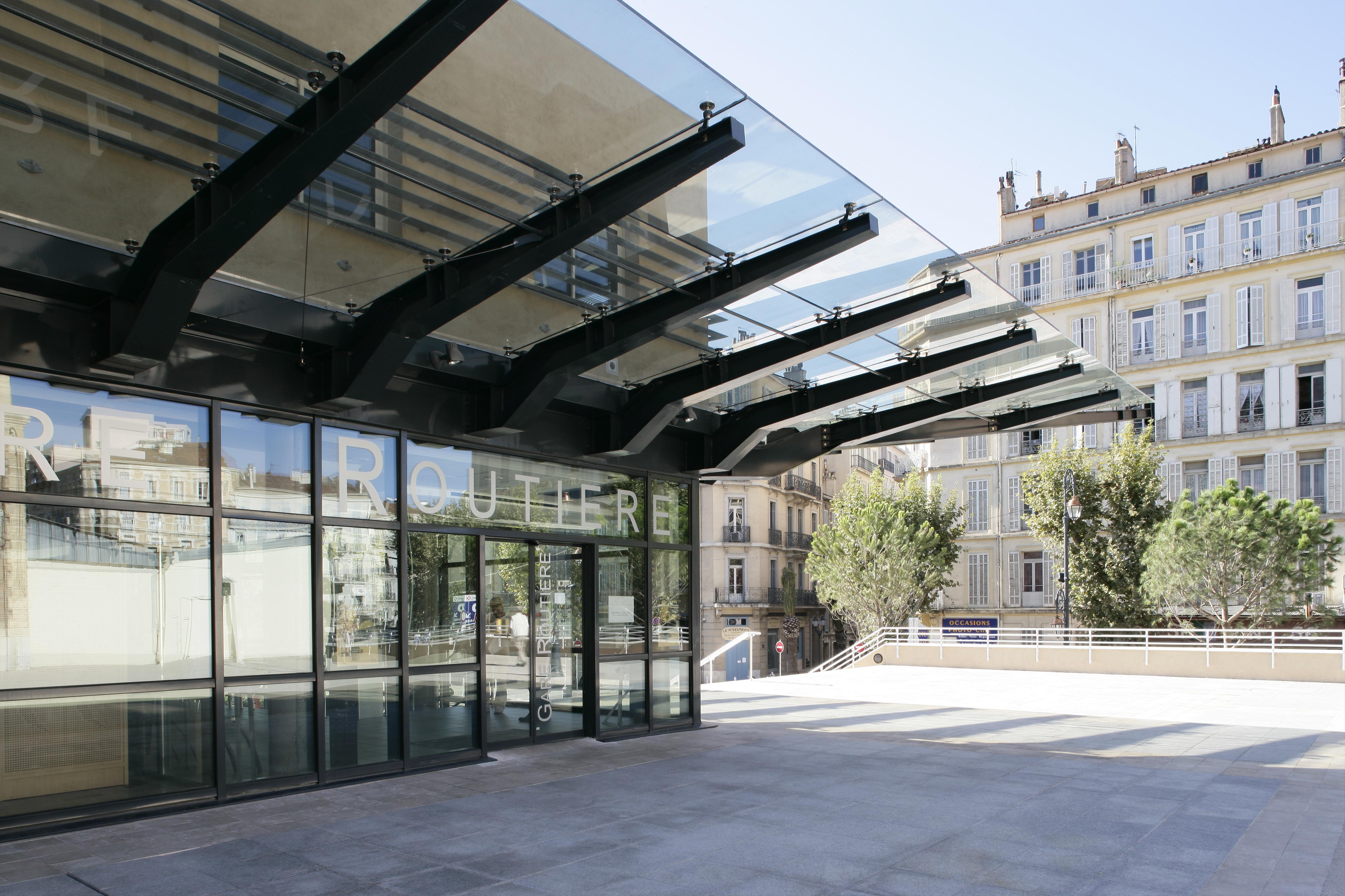Entrée de la gare routière de Toulon par AAPL architecte DPLG dans le VAR