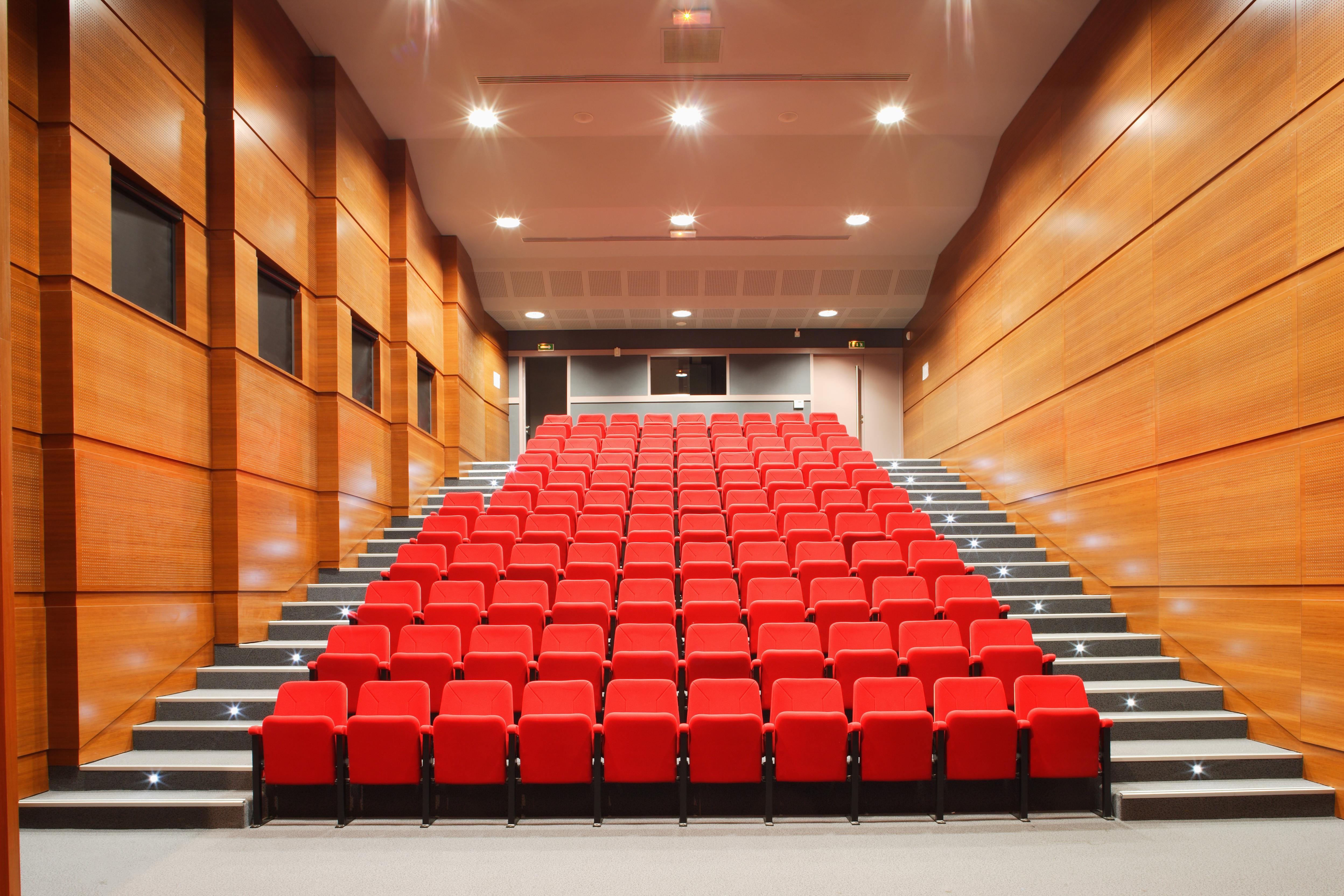 Salle de cinéma - Collège Paul Eluard par AAPL architecte DPLG dans le VAR