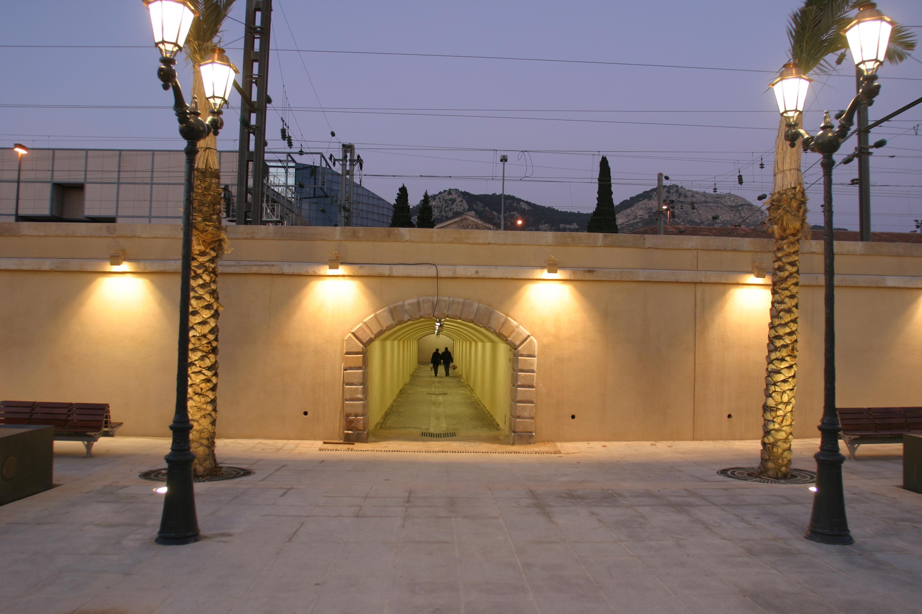 Accés à la gare routière de Toulon par AAPL architecte DPLG dans le VAR