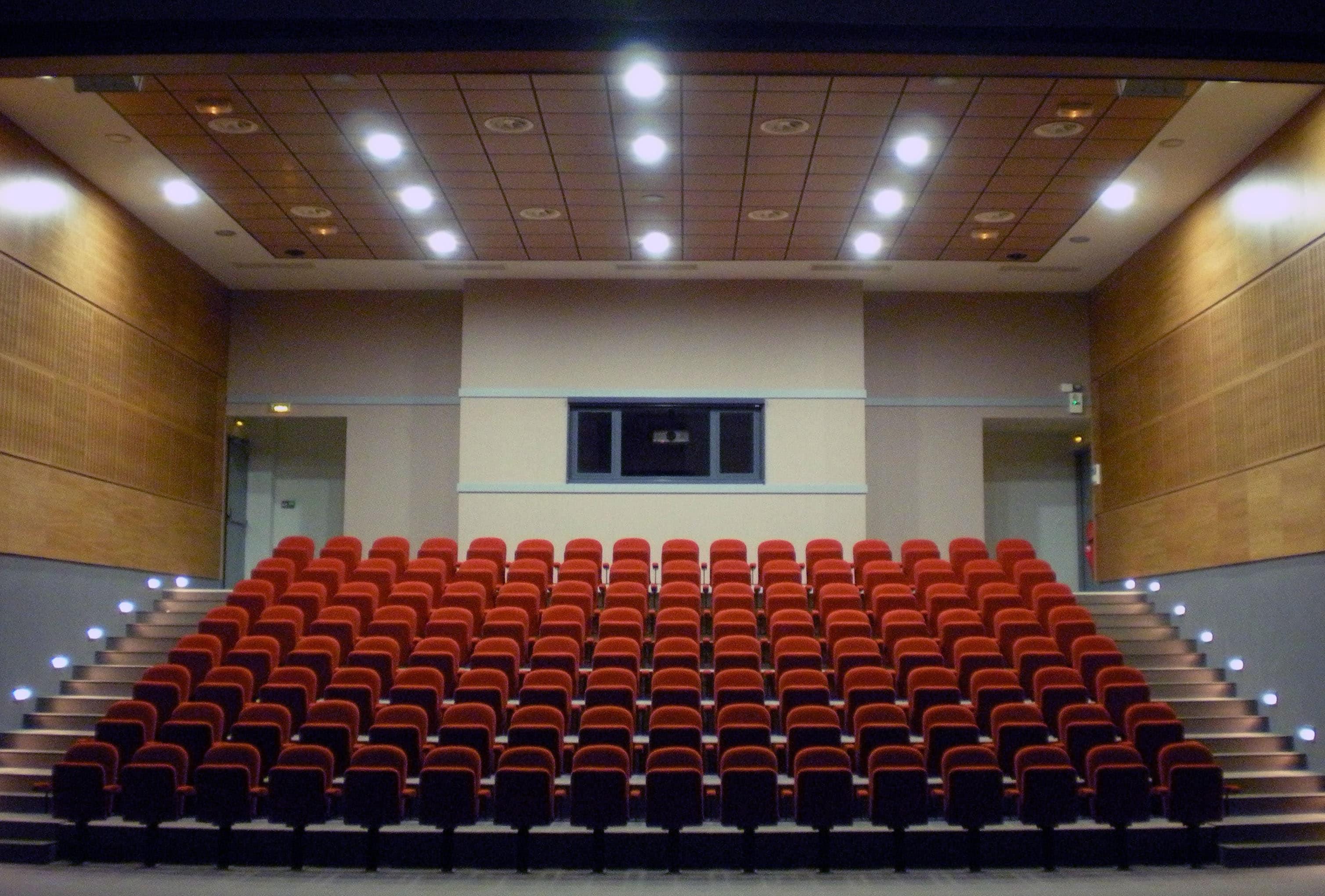 Amphithéâtre -Collège Saint Maximin par AAPL Architecte DPLG VAR