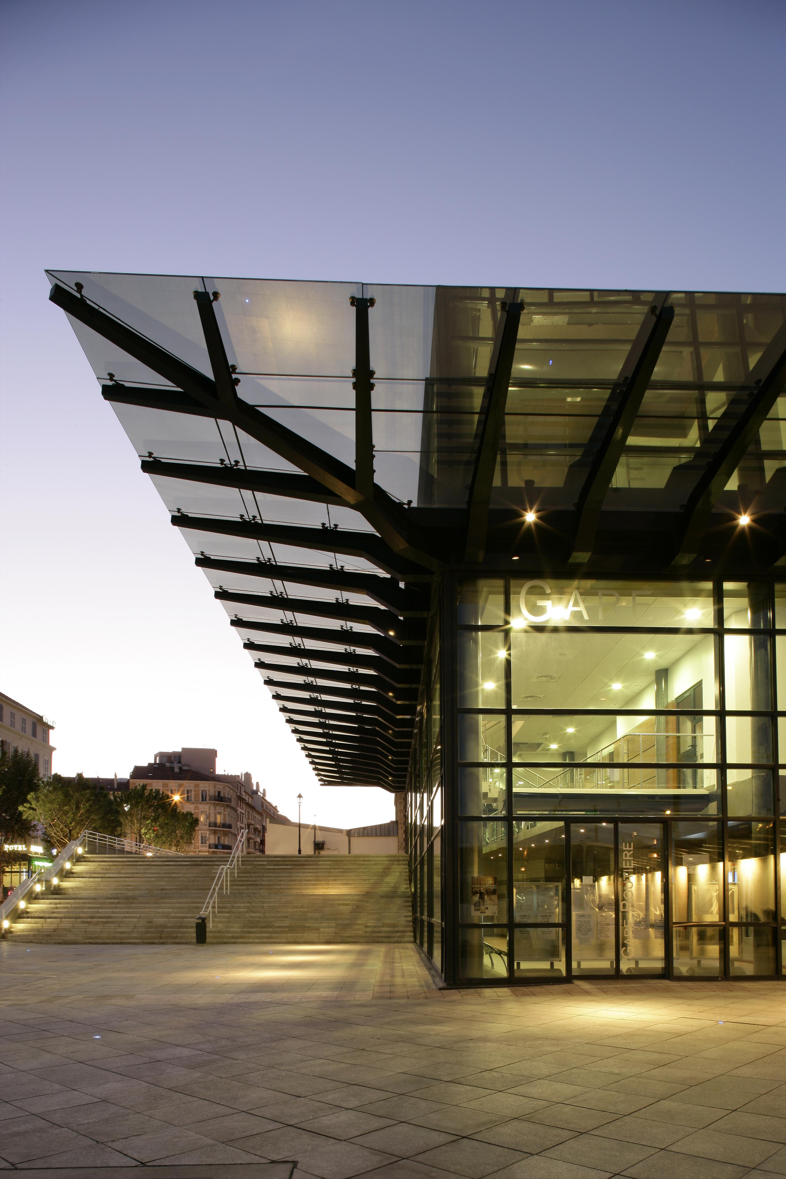Extérieur de la gare routière de toulon par AAPL architecte DPLG dans le VAR