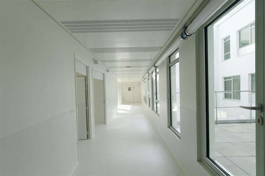 Couloir Hopital Sainte Musse par AAPL architecte d'intérieur dans le VAR