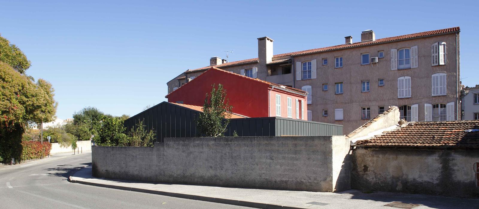 Extension salle communale moderne à Sollies-Pont