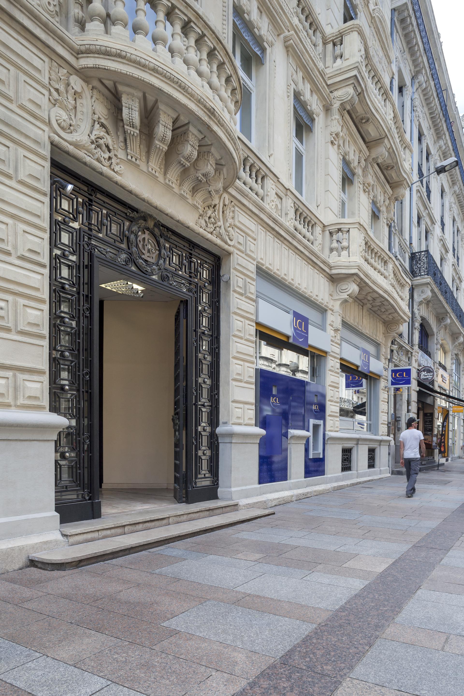 Entrée de la banque LCL par AAPL architecte DPLG dans le VAR