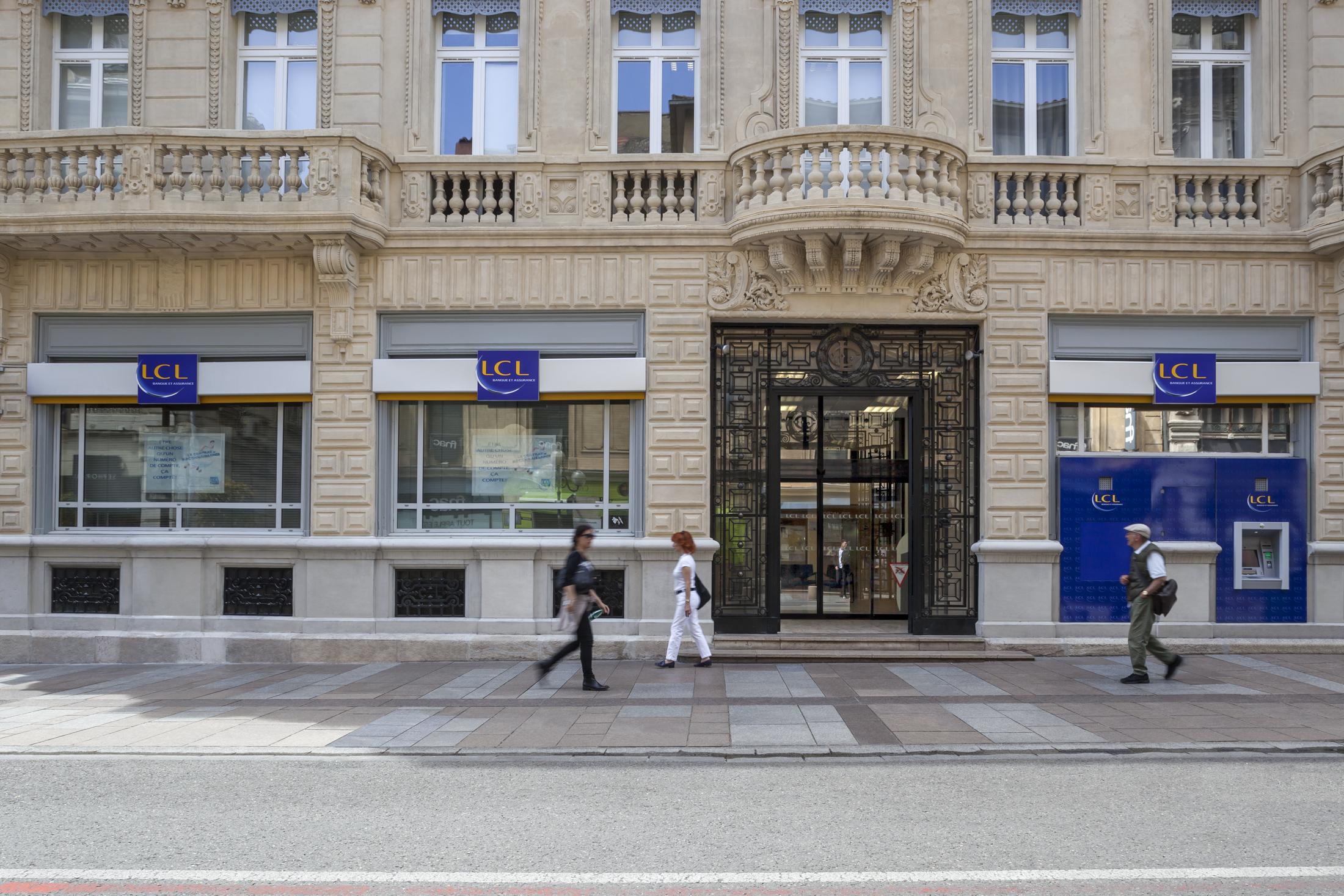 Devanture de la banque LCL par AAPL architecte DPLG VAR