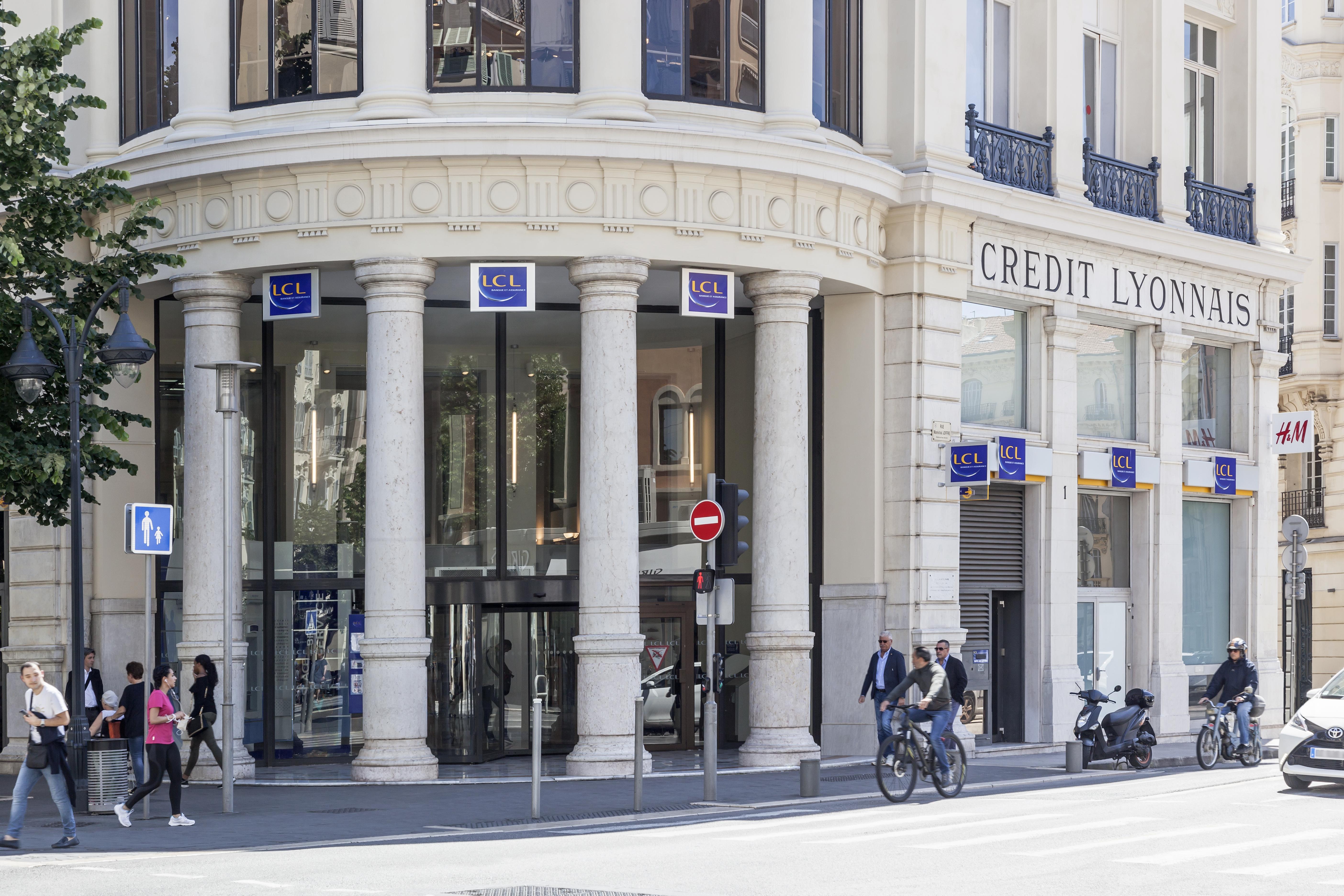 Devanture Banque LCL par AAPL architecte DPLG VAR
