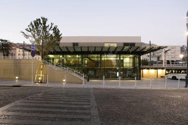 Extérieur gare routière de Toulon par AAPL architecte DPLG VAR