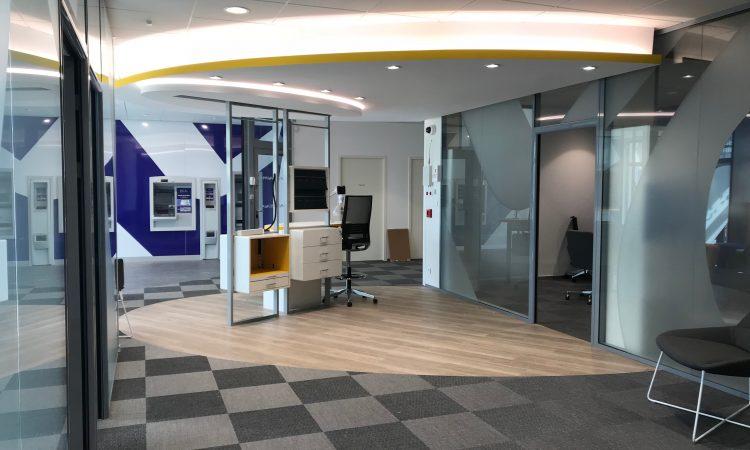 Intérieur de la banque LCL par AAPL architecte design dans le VAR